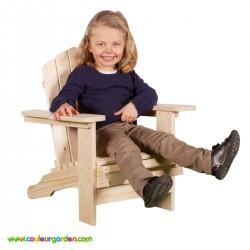 Fauteuil en bois enfant esprit scandinave avec larges accoudoirs