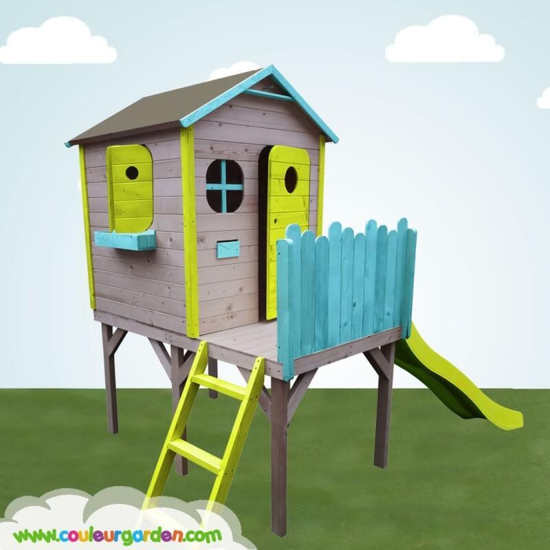 Maison enfant design sur pilotis avec toboggan