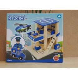 Le commissariat de police en bois