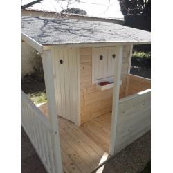 Maison cottage avec terrasse et plancher peinte - Cabane enfant